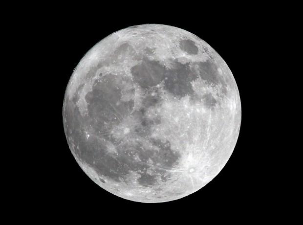 Taglio di capelli con luna piena